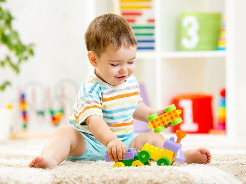 Bebê brincando